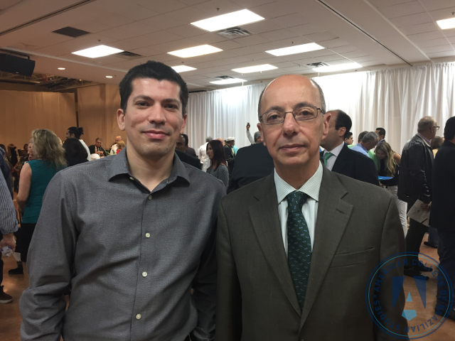 Foto com Francisco Neto (Diretor Executivo da Ambra College) e o Embaixador Adalnio Senna Ganem (Cônsul-Geral do Brasil em Miami).