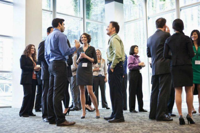 Como fazer networking em eventos corretamente e ganhar clientes?