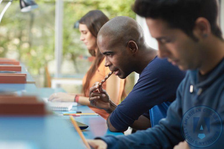 Escolhendo o curso de graduação: como acertar na escolha da carreira?